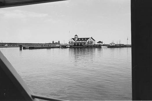 Chicago and North Western Historical Society - View of River From Wendella - 1962
