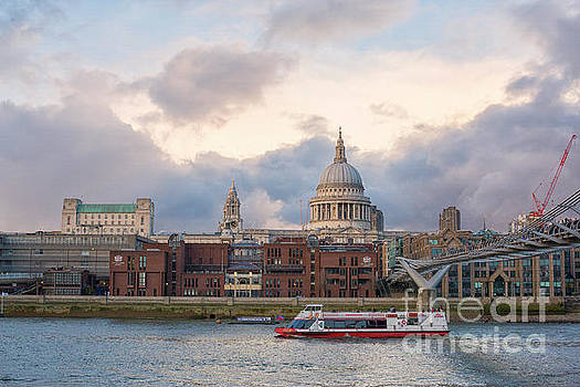 Patricia Hofmeester - View on Thames and city of London