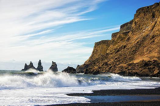 Vik Reynisdrangar beach and ocean Iceland by Matthias Hauser