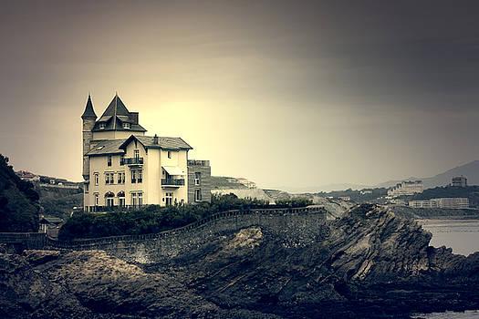 Villa Belza by Mickael PLICHARD