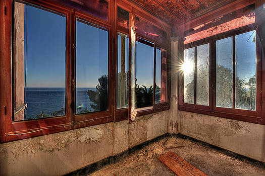 Enrico Pelos - VILLA OF WINDOWS ON THE SEA - VILLA DELLE FINESTRE SUL MARE III