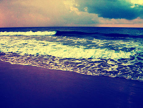 Betsy Jones - Vintage Beach
