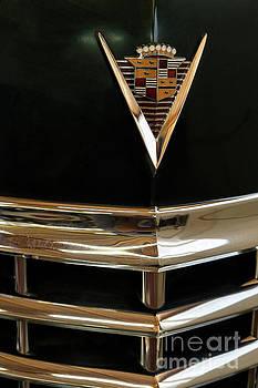 Vyacheslav Isaev - Vintage Cadillac 62, hood badge small