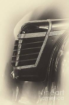 Vyacheslav Isaev - Vintage Cadillac 62, rear light