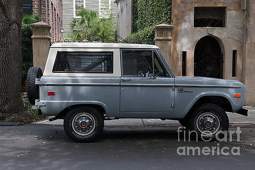Dale Powell - Vintage Ford Bronco