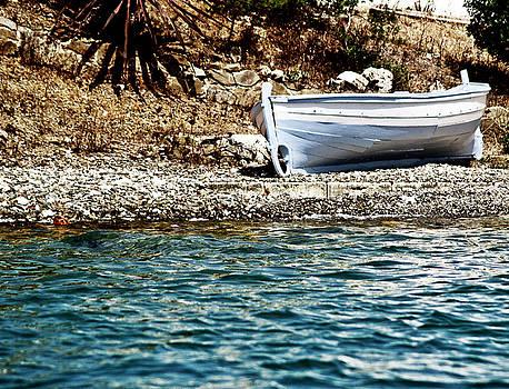 Pedro Cardona Llambias - Vintage grey boat so close so far