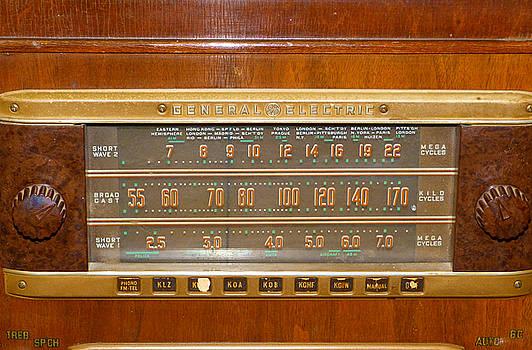 Vintage Radio by Susan Porter