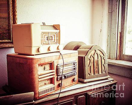 Sonja Quintero - Vintage Radios