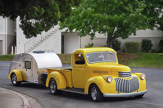 Vintage Traveller by Bill Dutting
