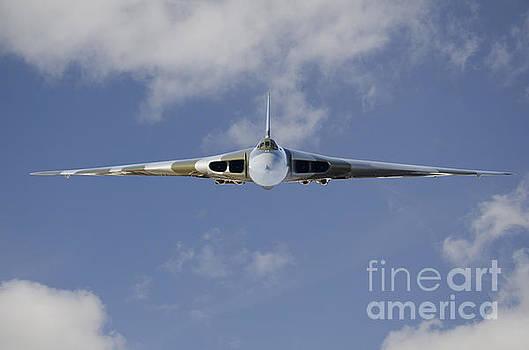 Vulcan XH558 by Steev Stamford