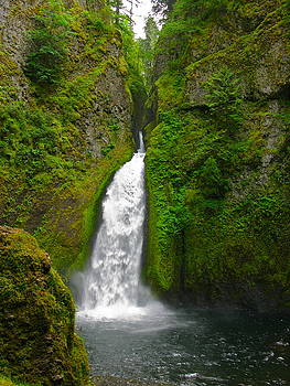 Wahclella Falls by PJ  Cloud