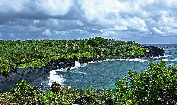 Waianapanapa Beach by Ben Prepelka