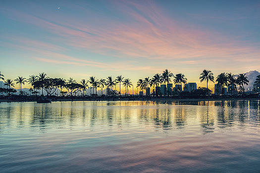 Waikiki Sunset by Ray Devlin