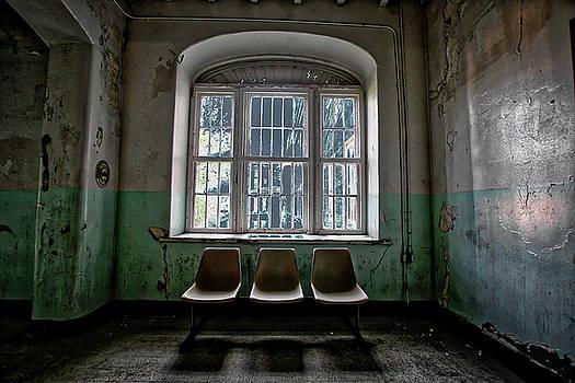 Waiting by Daniel Gundlach
