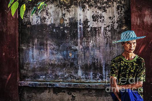 Waiting for bus by Adrian Baljeu