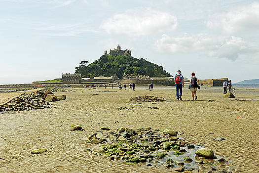 Walking To St Michael's Mount by Rod Johnson