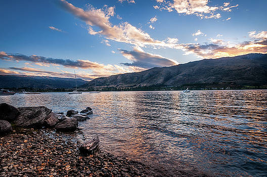Wanaka Lake Sunset by Daniela Constantinescu