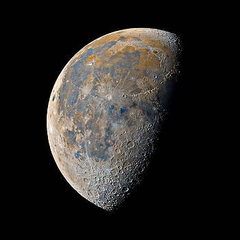 Waning Gibbous Moon / Day 21 by Bartosz Wojczynski