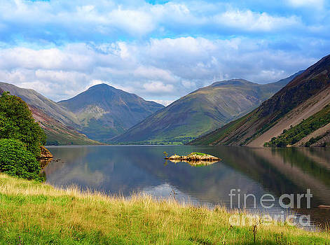 Wasdale and Wast Water with Great Gable and Lingmell by Louise Heusinkveld