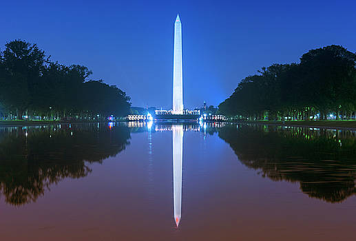 Washington memorial and reflecting pool by Rima Biswas