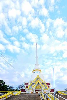 Wat Khao Takiab  by Fabrizio Troiani