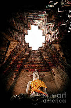 Wat Nakhon Luang Tample by Pongsak Deethongngam