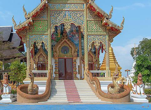 Wat San Pu Loei Phra Wihan Entrance DTHCM2261 by Gerry Gantt