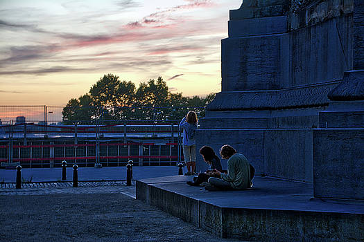 Watching the sunset by Ingrid Dendievel