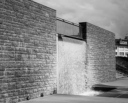 Water Feature at Villa Schmidt by Teresa Mucha