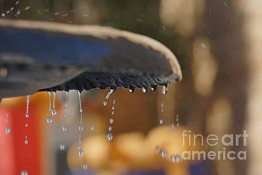 Waterdrops at the Fountain by Tony Lee
