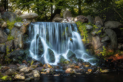 Waterfall in Sonsbeek Park by Tim Abeln