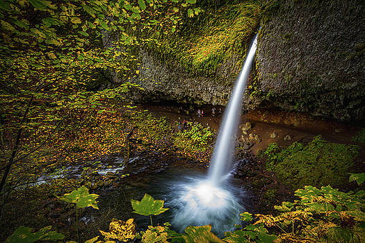 Waterfalls and autumn leaves by William Freebilly photography