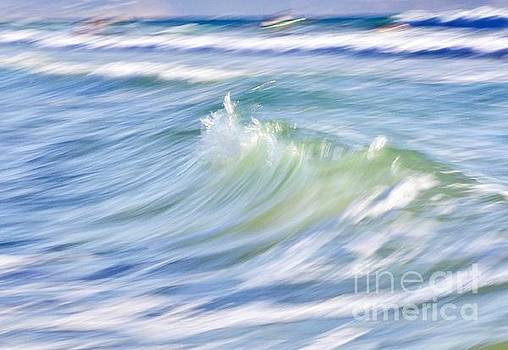Wave by Glennis Siverson