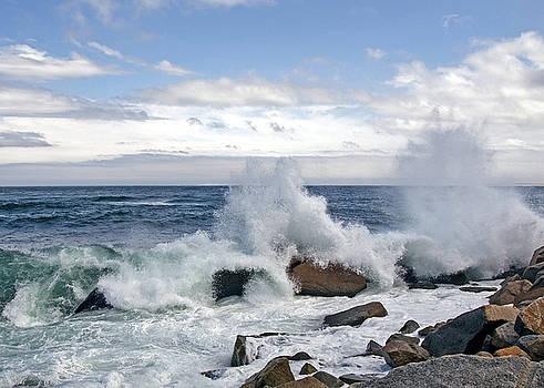 Waves crashing by Elaine Somers