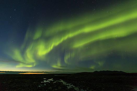Tim Grams - Waves of Auroras