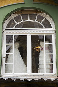 Newnow Photography By Vera Cepic - Wedding gowns in window