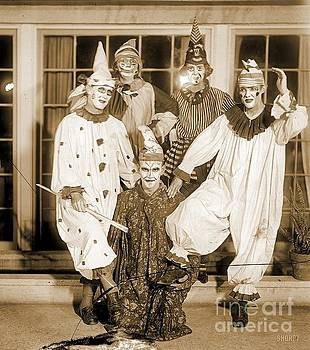 Pd - Weird Spooky and Freaky Circus Clowns