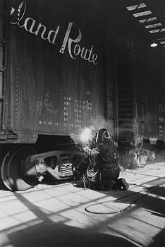 Chicago and North Western Historical Society - Welding at Iowa Machine Shop