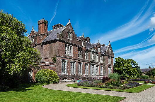 Martina Fagan - Wells House and Garden