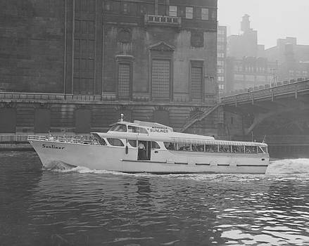Chicago and North Western Historical Society - Wendella Sunliner Passes Through Chicago