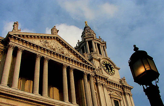 West front of St.Paul's Cathedral, London by Iqbal Misentropy