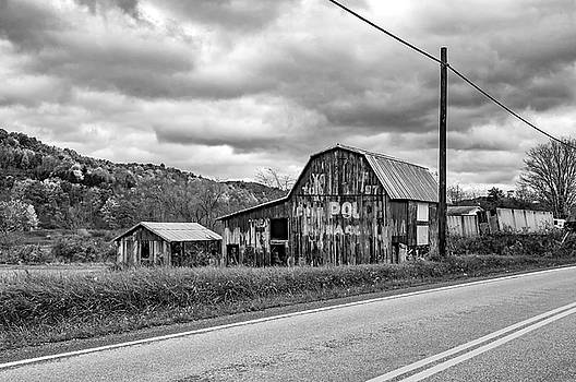 Steve Harrington - West Virginia Barn 2 - bw