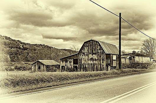 Steve Harrington - West Virginia Barn 2 - Sepia
