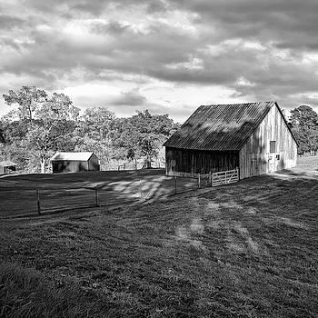 Steve Harrington - West Virginia Barn - 3 bw