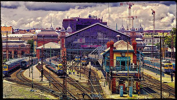 Judith Barath - Western Rail Station, Budapest