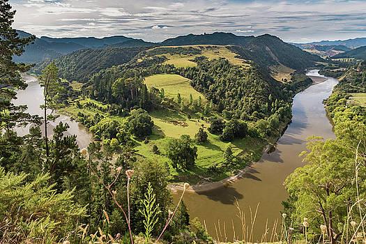 Whanganui River bend by Gary Eason