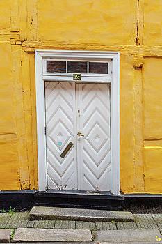 W Chris Fooshee - White Door Yellow Building