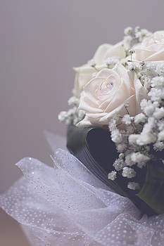 Newnow Photography By Vera Cepic - White wedding bouquet closeup