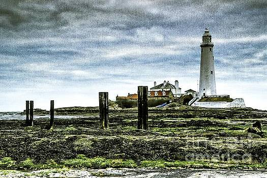 Whitley Bay lighthouse Saint Mary's by Andrew Allsopp