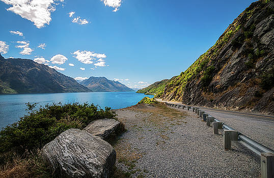 Winding road along the shore of Lake Wakatipu by Daniela Constantinescu